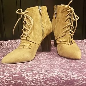 Tahari Ankle Boots 7.5 M Tan